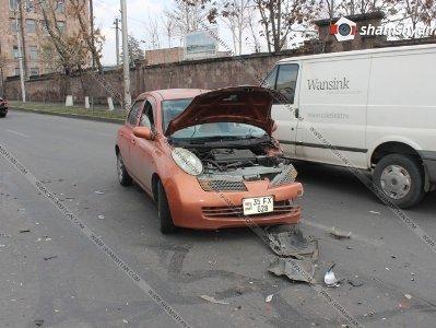 Արշակունյաց պողոտայում բախվել են երկու մեքենաներ