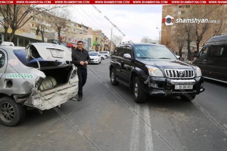 Երևանում Toyota Land Cruiser Prado-ն բախվել է իր առջևով ընթացող մեկ այլ Toyota-ի (լուսանկարներ)
