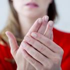 Ինչու են առավոտյան ձեռքերի մատներն այտուցվում