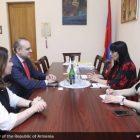Նաիրա Զոհրաբյանն ԱԺ-ում հանդիպել է Հայաստանում Իտալիայի նորանշանակ դեսպանի հետ