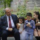 Արմեն Սարգսյանը երեխաներին ցույց է տվել իր աշխատասենյակը, պաղպաղակ հյուրասիրել (լուսանկարներ)