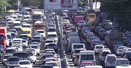 Երևանի մի շարք փողոցներում խցանում է