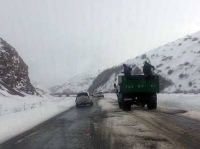Վարդենյաց լեռնանցքը բեռնատարների համար փակ է. Կոտայքում ձյուն է տեղում