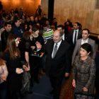 Նախագահ Արմեն Սարգսյանը Գյումրիում ներկա է գտնվել «Հարսանիք թիկունքում» ներկայացմանը