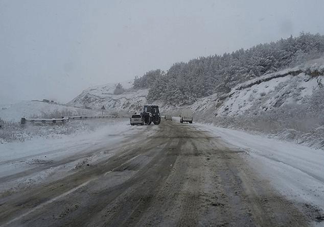 Վարդենյաց լեռնանցքը ֆուռերի և կցորդիչով բեռնատարների համար դժվարանցանելի է. Գեղարքունիքում ձյուն է տեղում