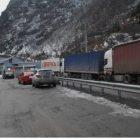 Լարսը դեռ փակ է. կա ձնահյուսի վտանգ. Ռուսական կողմում կուտակված է 137 բեռնատար 99 մարդատար եւ 1 ավտոբուս