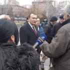 Ազգային Ժողովի փոխնախագահ Վահե Էնֆիաջյանը հանդիպել է փողոցային առևտրով զբաղվող քաղաքացիների հետ