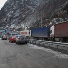 Լարսի ճանապարհը բաց է բոլոր մեքենաների համար. ռուսական կողմում կուտակված բեռնատարներ կան