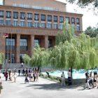 ԵՊՀ ուսանողները ռեկտորի հրաժարականի պահանջով նամակը հանձնեցին Հոգաբարձուների խորհրդին
