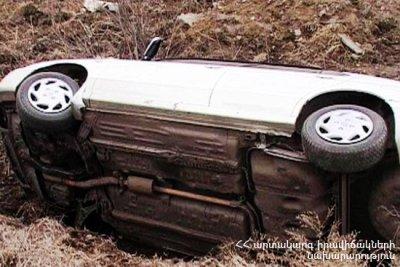 Տավուշի մարզի Ներքին Ծաղկավան գյուղում BMW-ն դուրս է եկել ճանապարհից ու հայտնվել դաշտում. Կան վիրավորներ