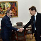 Վարչապետը Նիկոլա Ազնավուրի հետ քննարկել է Երևանում «Ազնավուր» կենտրոնի ստեղծմանը վերաբերող հարցեր