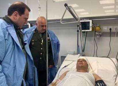 Դավիթ Տոնոյանը հոսպիտալում տեսակցել է գլխի շրջանում վիրավորում ստացած զինծառայողին