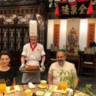«Ցնցված ենք չինական հյուրընկալությունից». Նիկոլ Փաշինյանը եւ Աննա Հակոբյանը համտեսել են «բադ պեկինյան ձեւով»