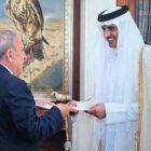 Կատարում ՀՀ դեսպան Գեղամ Ղարիբջանյանն իր հավատարմագրերն է հանձնել էմիր Թամիմ բին Համադ Ալ Թանիին