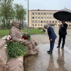 Սերժ Սարգսյանը ծաղիկներ է դրել Շուշիում Վազգեն Սարգսյանի հուշարձանին