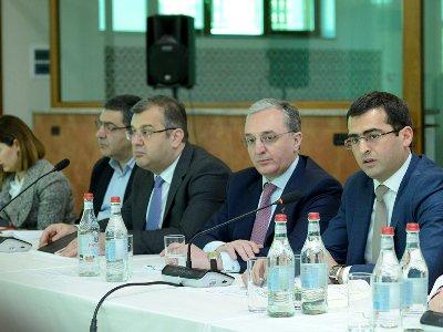 Հակոբ Արշակյանը եւ Զոհրաբ Մնացականյանը հանդիպել են հայկական ծագմամբ 60 տեխնոլոգիական ընկերությունների հետ