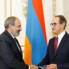 Վարչապետը Ռենե Ռուքեին է հանձնել Հայաստանի Հանրապետության քաղաքացու անձնագիրը