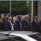 Փաշինյանն ու Տուսկն անցան բողոքի ակցիա անող Քոչարյանի աջակիցների կողքով (ուղիղ)