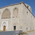 Իմ պապը եւ տատը այս եկեղեցում են մկրտվել. Կարո Փայլանը ահազանգում է Մալաթիայի Սուրբ Երրորդություն եկեղեցու մասին