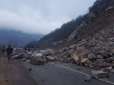 Վանաձոր-Գյումրի ավտոճանապարհը քարաթափման պատճառով փակ է