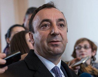 ԱԺ նախագահը Հրայր Թովմասյանի լիազորությունները դադարեցնելու հարցով ՍԴ դիմելու մասին նախագիծը ուղարկել ԱԺ հանձնաժողով