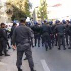 Բաքվում ոստիկանությունը ցրել է թույլատրված նստացույցը. Մասնակիցները պատառոտել են Իլհամ Ալիեւի պատկերով պաստառը