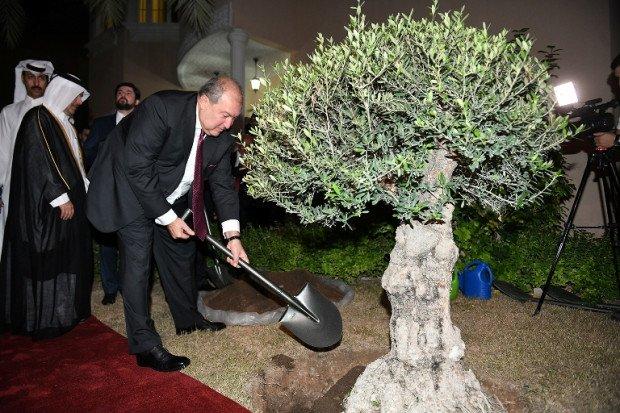 Սա պատմական օր է․ Արմեն Սարգսյանն այցելեց Կատարում Հայաստանի նորաբաց դեսպանատուն