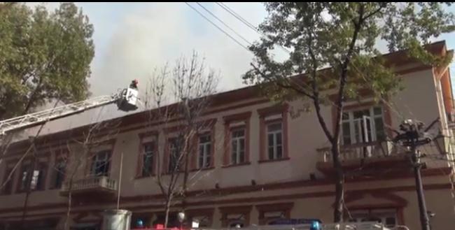 Այրվում են Պուշկին փողոցում գտնվող «Դոլմամա» ռեստորանային համալիրն ու հարակից շենքի տարածքը(տեսանյութ)