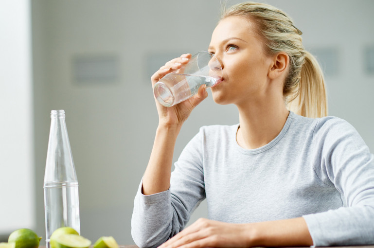Ինչո՞ւ է դատարկ ստամոքսին ջուր խմելն այդքան օգտակար