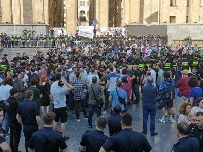 Խորհրդարանի դիմաց ակցիայի ժամանակ ձերբակալվել է 37 անձ, տուժել 4 մարդ եւ 2 իրավապահ. Վրաստանի ՆԳՆ