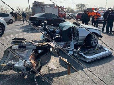 Զարհուրելի վթար Երեւանում. BMW-ն հայտնվել բեռնատար ЗИЛ-ի տակ. BMW-ն բաժանվել է մի քանի մասի. կա 1 զոհ, 1 վիրավոր