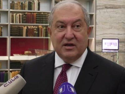Արմեն Սարգսյանը հրամանագիր է ստորագրել ՀՀ հատուկ քննչական ծառայության երկու քննիչի Մխիթար Գոշի մեդալով պարգևատրելու մասին