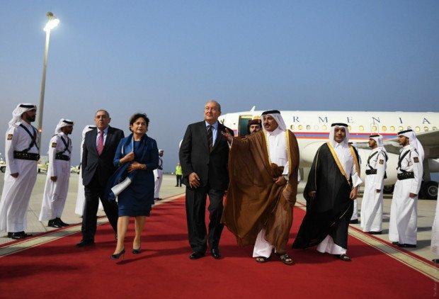 Արմեն Սարգսյանը տիկնոջ՝ Նունե Սարգսյանի հետ պաշտոնական այցով ժամանել է Կատարի Պետություն