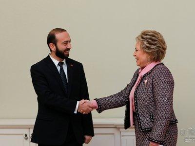Արարատ Միրզոյանը հանդիպել է ՌԴ ԴԺ Դաշնային խորհրդի նախագահ Վալենտինա Մատվիենկոյի հետ