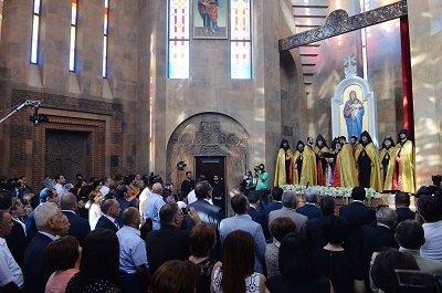 Երևանում տարբեր եկեղեցիներ ներխուժած անձինք անվայել արտահայտություններով վիրավորել են հավատացյալներին