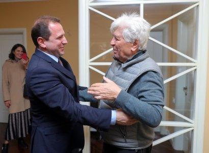 Դավիթ Տոնոյանն այցելել է ՀՀ ժողովրդական արտիստ Ռոբերտ Ամիրխանյանին