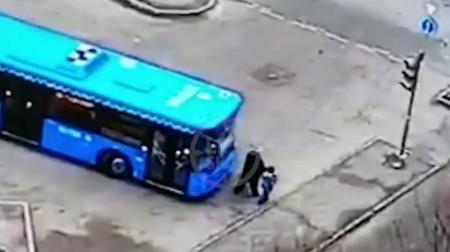Ինչպես է Մոսկվայում առանց վարորդի ավտոբուսը հարվածում տարեց կնոջն ու երեխային