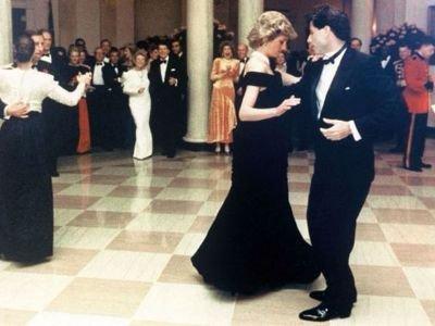 Զգեստը, որով արքայադուստր Դիանան պարել է  Տրավոլտայի հետ վաճառվել է աճուրդում