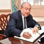 Արմեն Սարգսյանը օրենքներ է ստորագրել